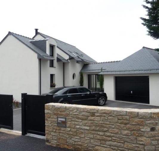 Maison avec entrée en façade pierre
